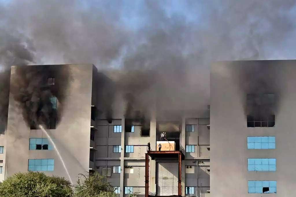Incêndio atinge empresa na Índia