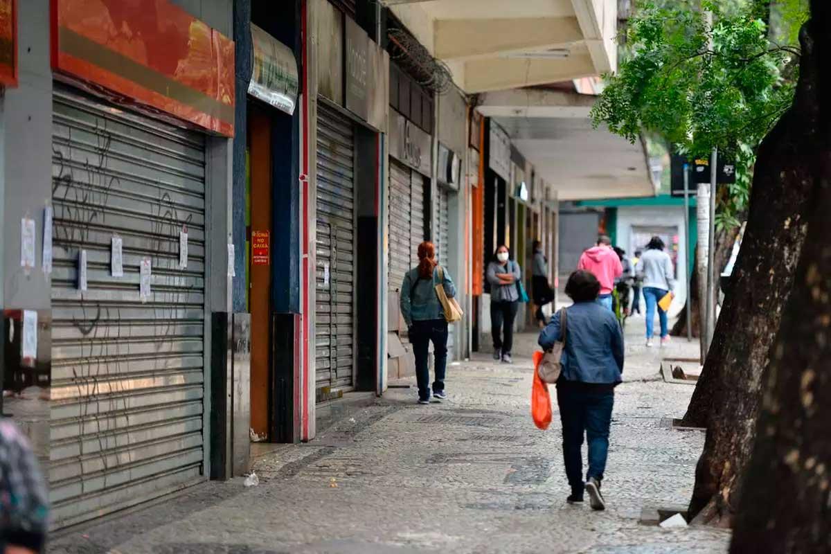 Comércio abre no Carnaval em BH, e bares fecham no fim de semana