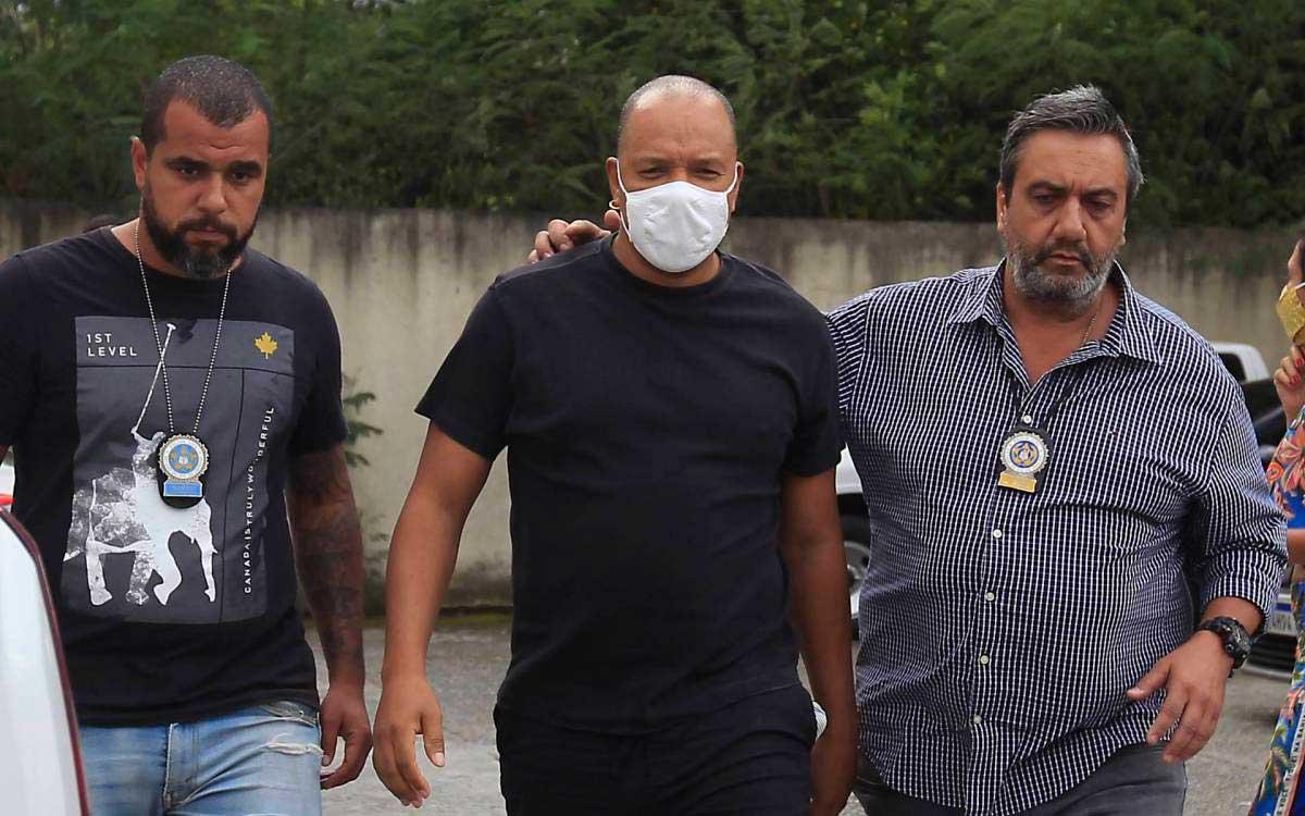 Anderson Leonardo chega à 33ª DP (Realengo) Luciano Belford / Agência O Dia