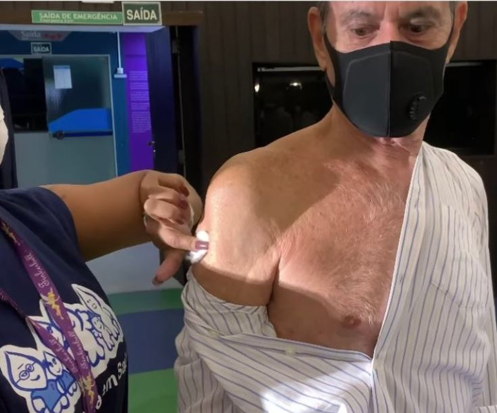 ney Matogrosso vacina