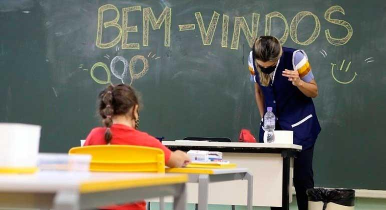 Profissionais da Educação são classificados como grupo prioritário para receber a vacina RIVALDO GOMES/FOLHAPRESS - 16.02.2021
