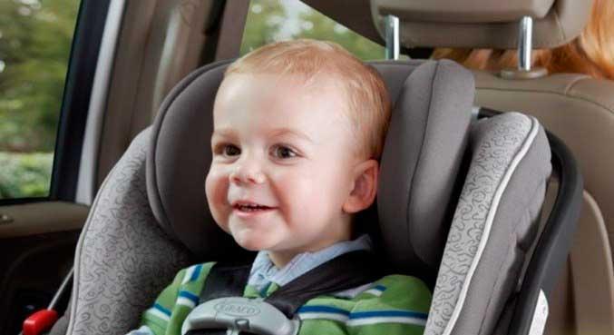 A cadeirinha é obrigatória para crianças de 1 a 4 anos de idade, entre 9 e 18 kg REPRODUÇÃO/RECORD TV