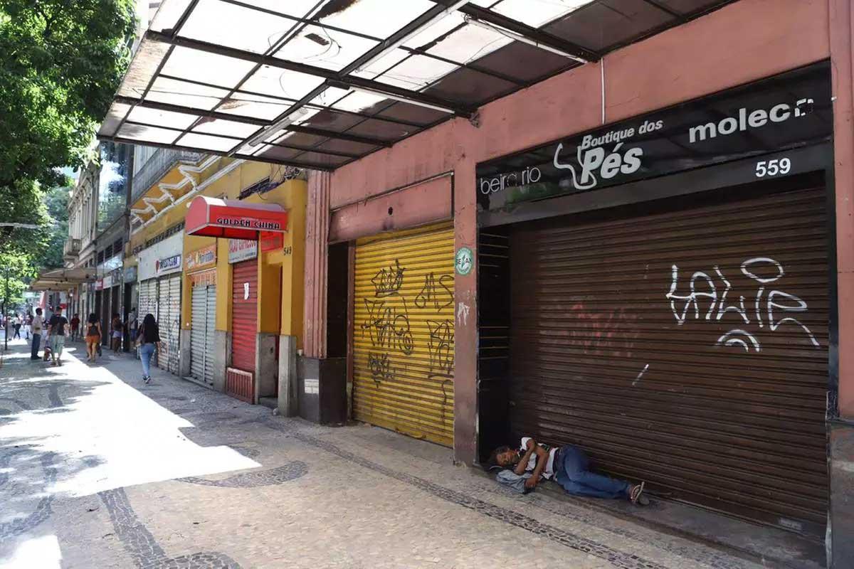 Onda Roxa permite apenas o funcionamento do comércio essencial  Foto: Ramon Bitencourt/O Tempo