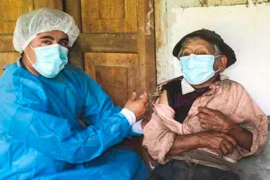 Marcelino Abad recebeu a vacina  Foto: Minsa/Peru