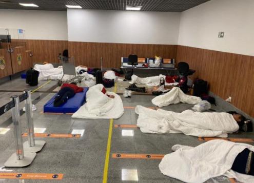 Integrantes do Independientes são barrados por teste positivo de covid em aeroporto de Salvador