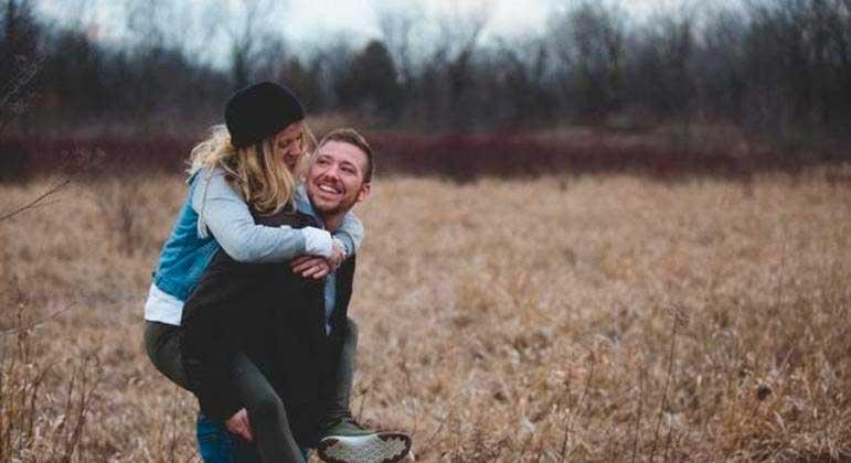 Sentimentos de amor e paixão estão sob comando de hormônios como a ocitocina REPRODUÇÃO/PEXELS