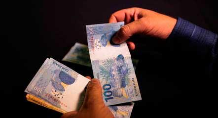 Mínimo de R$ 1.100 está em vigor desde janeiro MARCELLO CASAL JRAGÊNCIA BRASIL - 13.10.2020