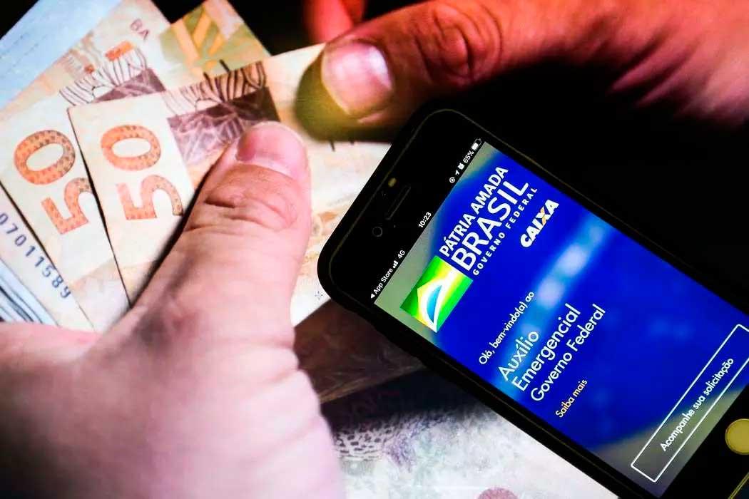 Os valores podem ser movimentados pelo aplicativo Caixa Tem Foto Foto: Marcello Casal Jr/Agência Brasil
