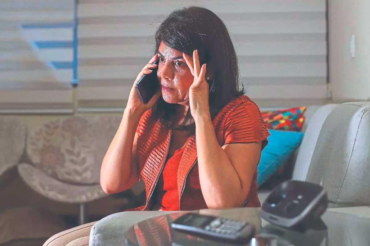 Nadjanaira Costa já bloqueou mais de 54 números, mas continua recebendo ligações Foto Foto: Flávio Tavars - O TEMPO