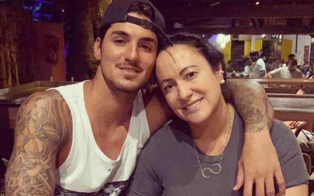 Gabriel Medina e a mãe, Simone Reprodução