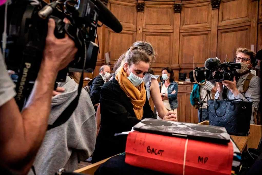 Valérie Bacot é julgada por assassinar seu marido que abusou dela por anos Foto Foto: JEFF PACHOUD / AFP