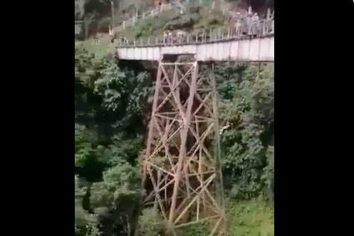 Jovem morreu após saltar de bungee jump na Colômbia sem equipamento estar pronto