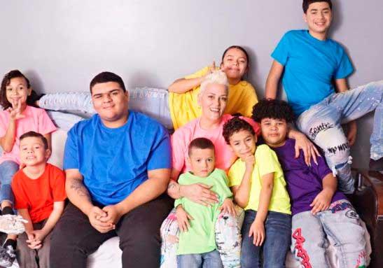 """Viúva adota 6 irmãos após morte do marido: """"salvamos uns aos outros"""""""