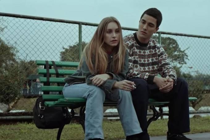 Carla Diaz e Leonardo Bittencourt em cena no filme A Menina que Matou os PaisPrime Video