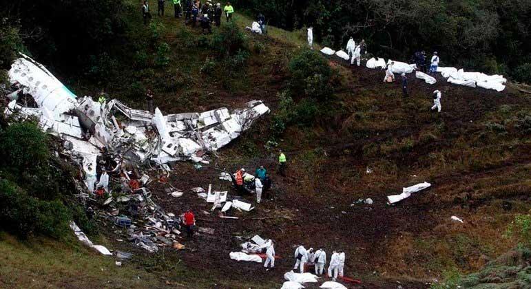 Acidente matou 71 pessoas e grande parte do time finalista da Chapecoense REPRODUÇÃO/TWITTER