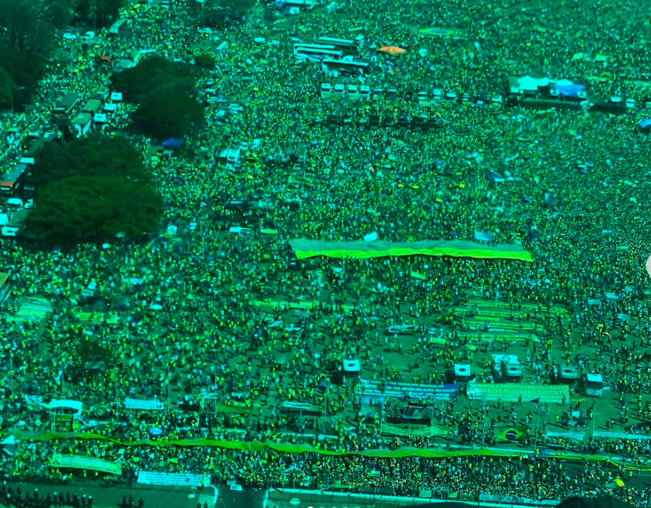 Apoiadores lotam ruas; Bolsonaro demonstra poder e critica STF