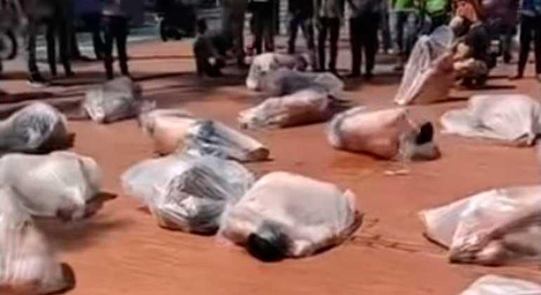 Vídeo distribuído na internet, que seria de mulheres mortas pelo Talibã REPRODUÇÃO R7