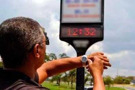 No horário de verão, relógios são adiantados em 1 hora Foto Foto: Reprodução