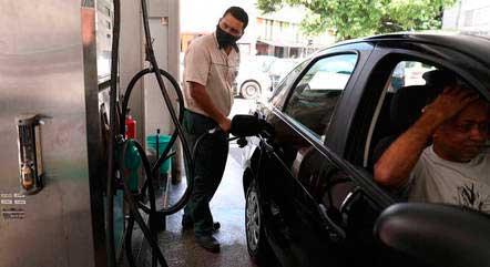 Postos já comercializam gasolina por quase R$ 7,20 PILAR OLIVARES/REUTERS - 10.3.2021