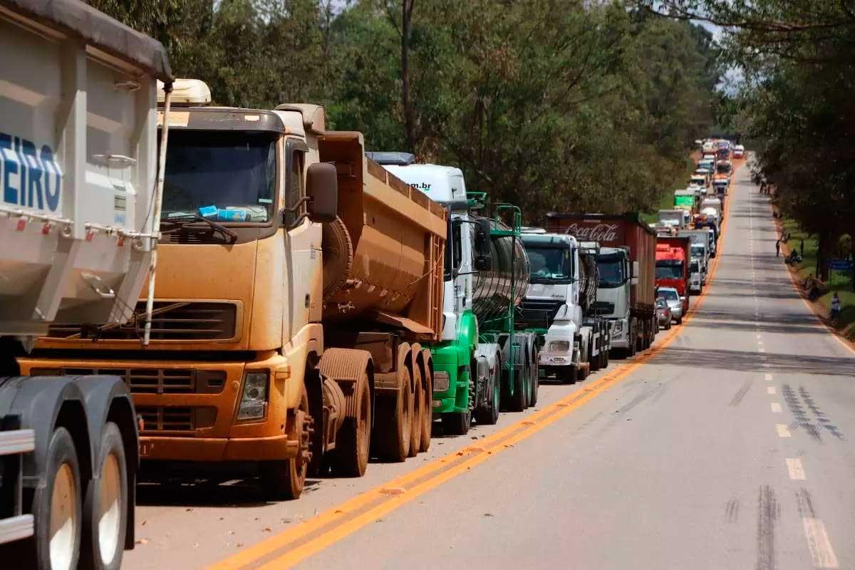 Mais de 3 milhões de motoristas profissionais podem ter deixado de dirigir caminhões e ônibus Foto Foto: Alex de Jesus / Arquivo O Tempo