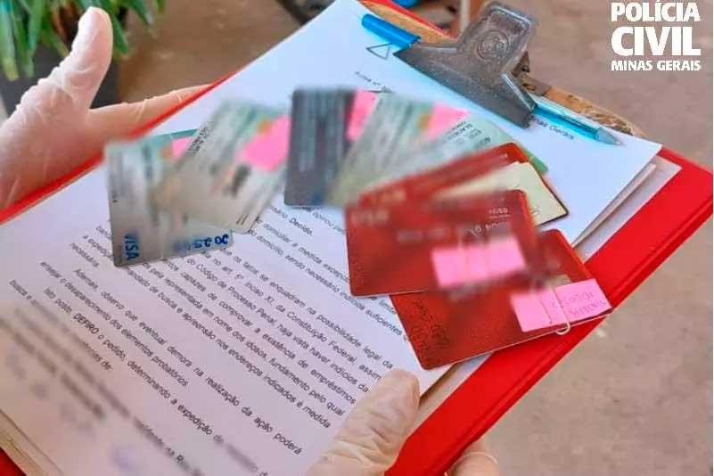 iversos cartões e anotações foram apreendidos no lar temporário para idosos Foto Foto: PC/Divulgação