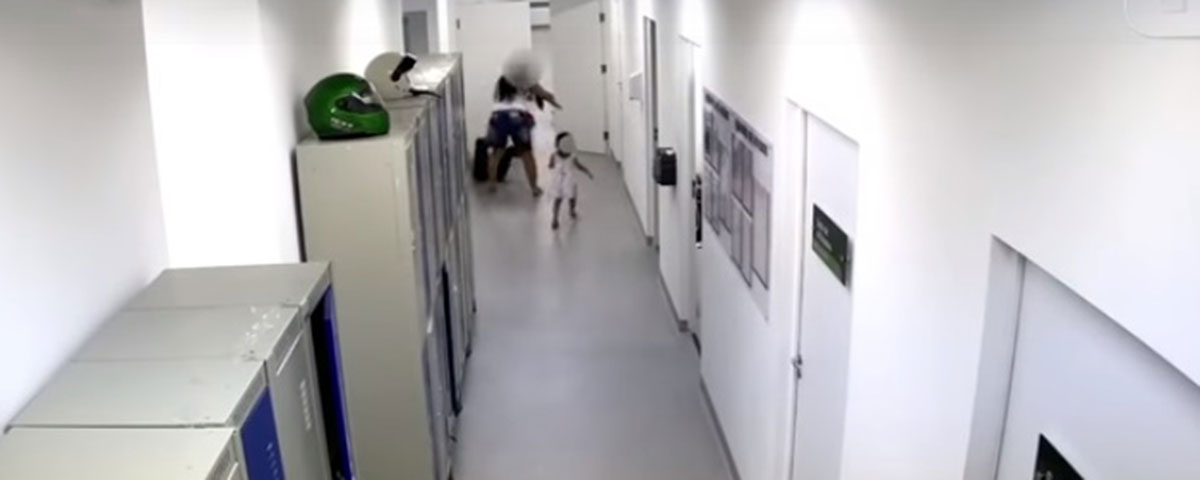 Mãe de paciente agride enfermeira