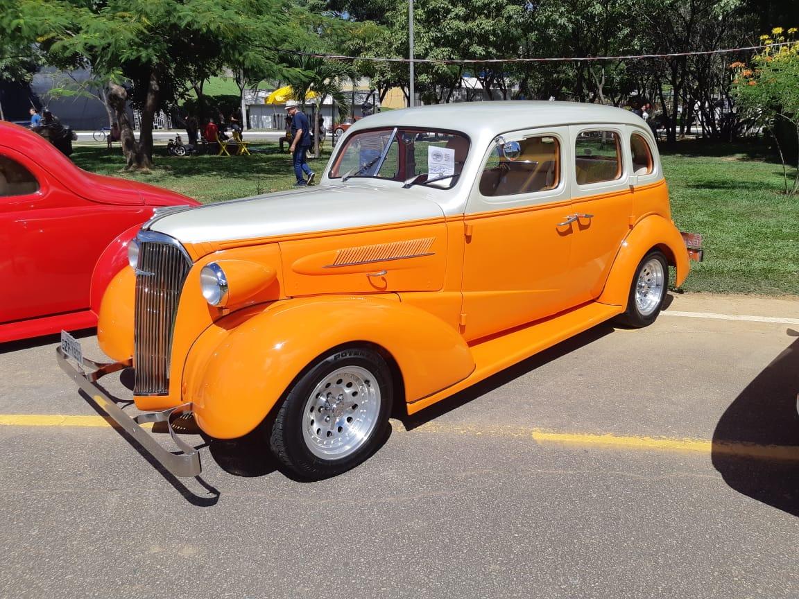 1 Carro Antigo