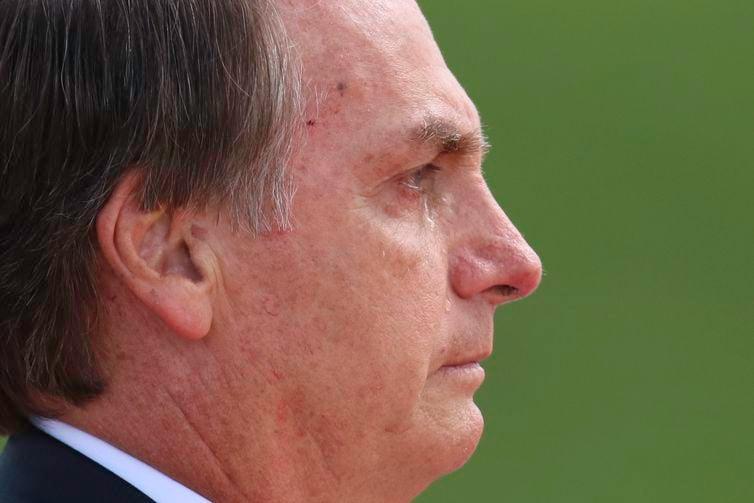 Bolsonaro chora