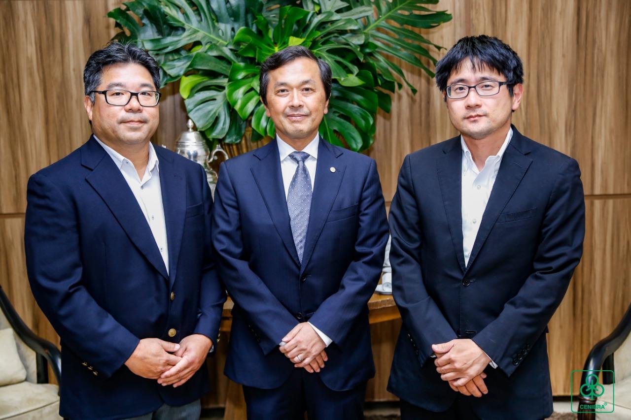 Diretor-Presidente Kazuhiko Kamada ladeado pelos assessores Junji Hamasuna e Rui Misaka. (Foto: divulgação)