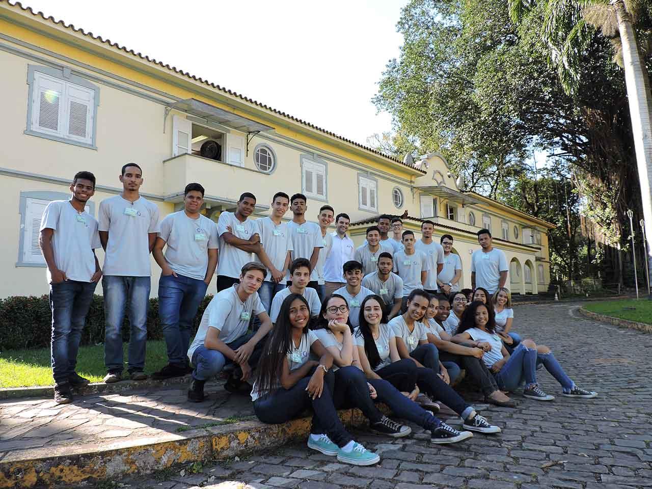 O-Qualifica-visa-abrir-caminhos-para-32-adolescentes-de-17-anos