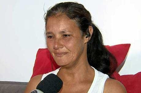 Perdi um pedaço de mim, diz Vânia Caparelli Reprodução/Record TV