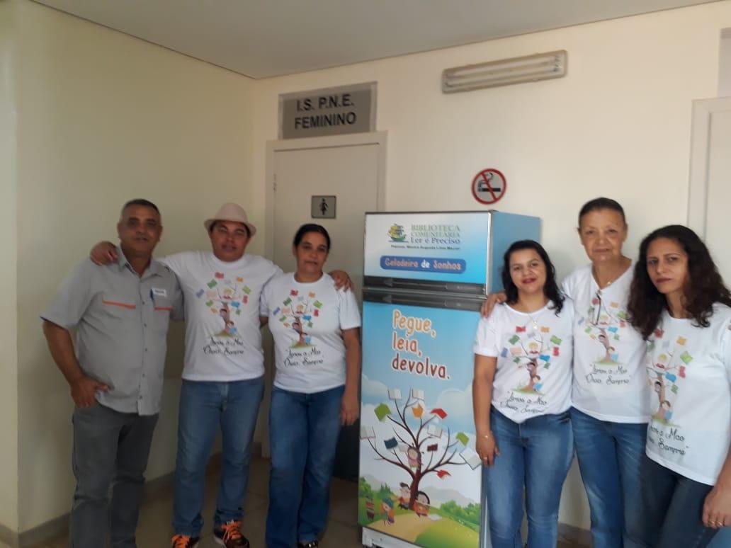 Representantes da BiBlioteca Mestra Augusta apresentam a Geladeroteca. (Foto: divulgação)