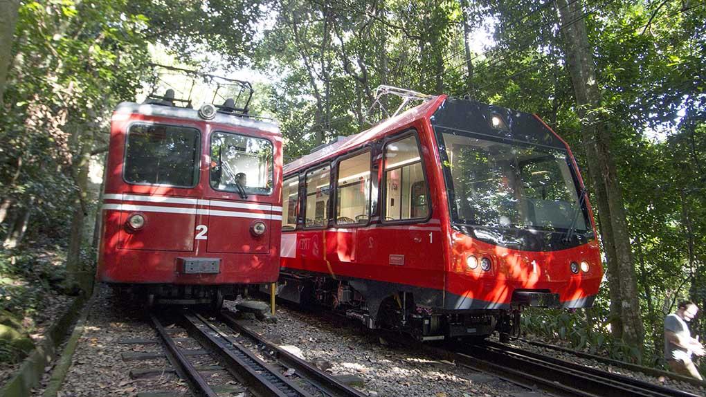 Trem.velho e novo (1)
