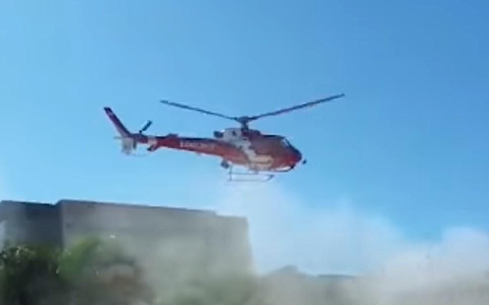 Vídeo mostra helicóptero dos bombeiros caindo em estacionamento; veja (1)
