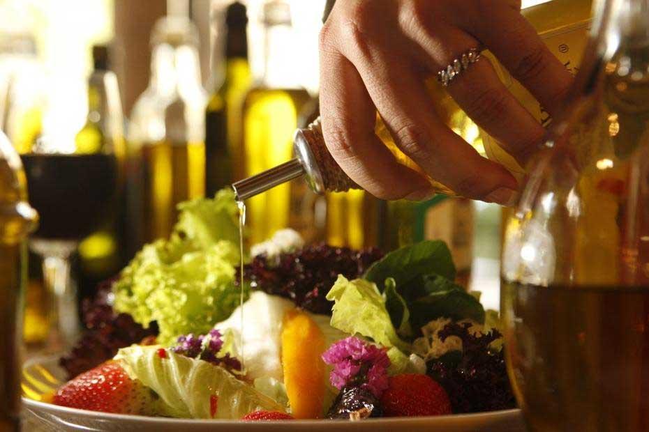 Foi suspensa a fabricação de azeite de oliva de 33 marcas, devido às adulterações encontradas  Foto: Pedro Silveira