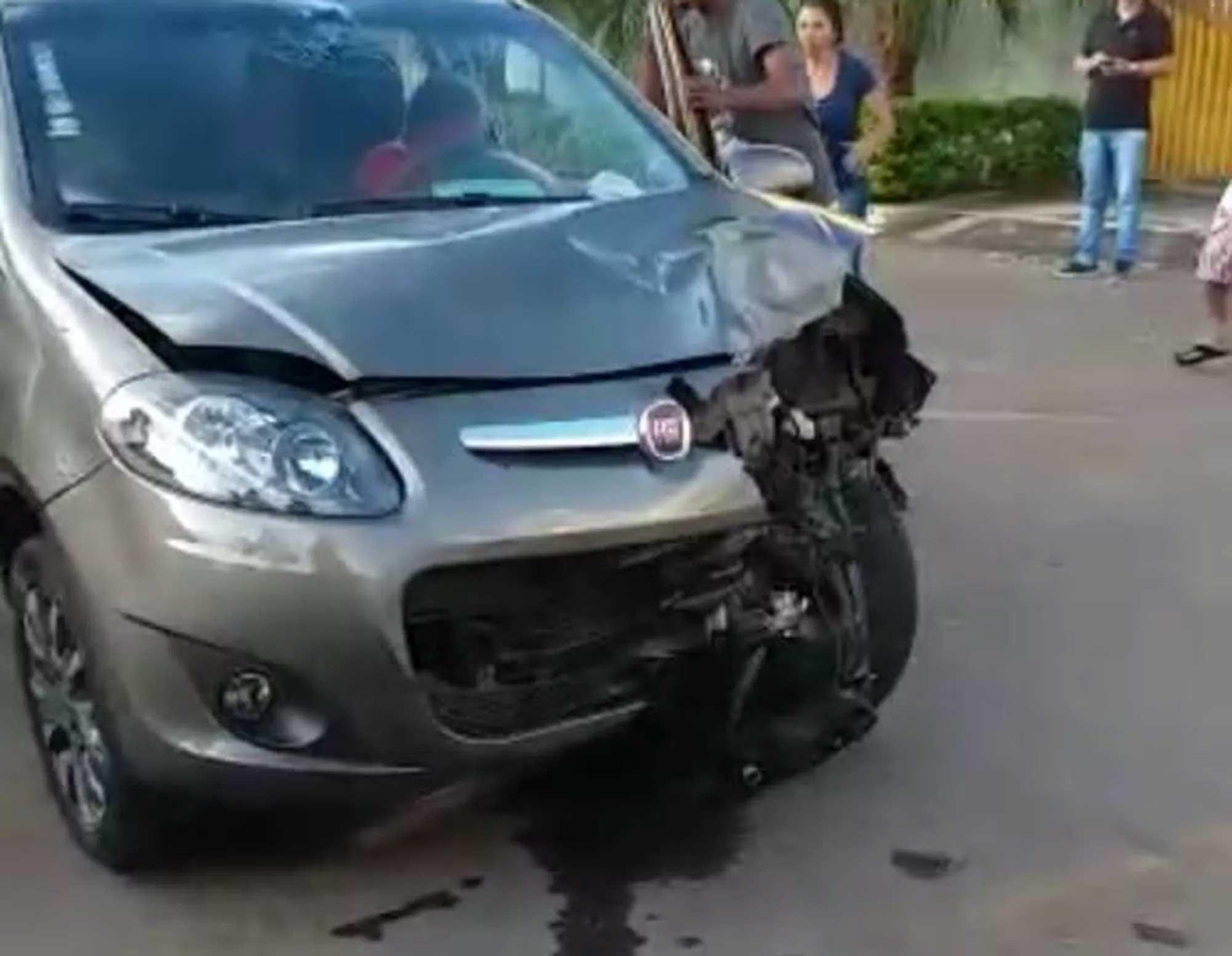 carro contra mao