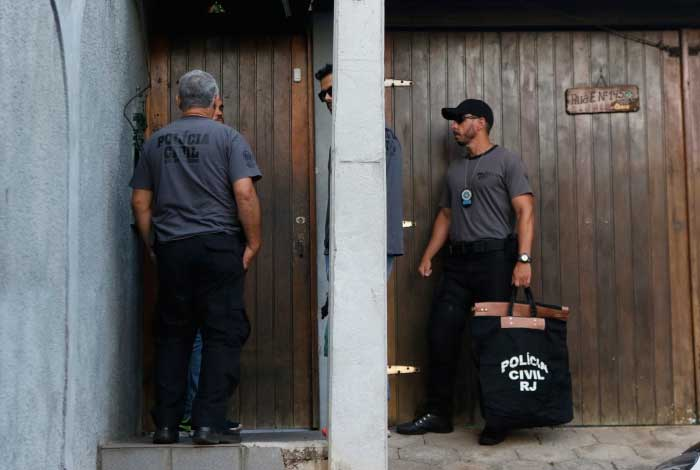 Agentes chegaram à casa da deputada no início desta terça - Reginaldo Pimenta / Agência O Dia