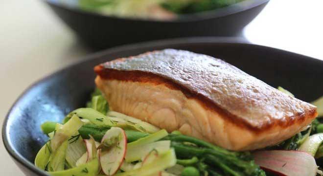 'Com nossa decisão estamos contribuindo para alertar para a importância de manter o (canal de) Beagle', diz chef para parou de vender salmão no restaurante BBC NEWS BRASIL