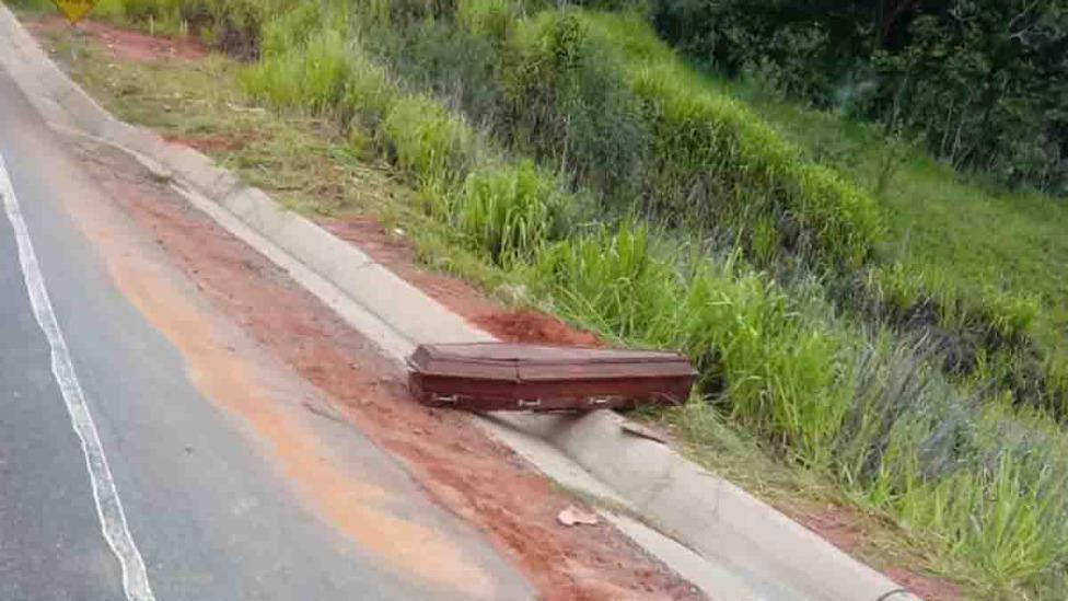 caixão caído na BR-381