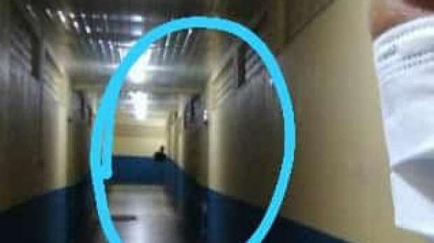 Enfermeira tira selfie e flagra fantasma em hospital