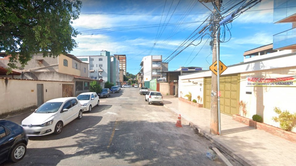 rua Petrópolis, no bairro Veneza I, em Ipatinga-MG