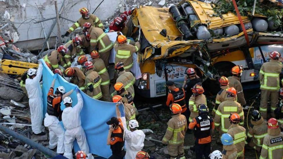 Prédio de 5 andares desabou sobre ônibus na Coreia do Sul Foto Foto: YONHAP / AFP