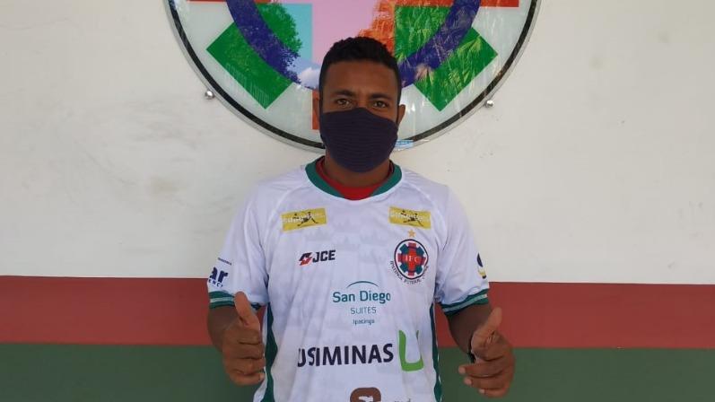 Augusto Recife vestindo a camisa do Ipatinga FC