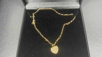 Cordão de ouro com coração era presente para esposa DIVULGAÇÃO POLÍCIA CIVIL