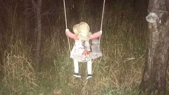 Ninguém sabe a origem da boneca, mas contam histórias sobre ela REPRODUÇÃO/DAILY MAIL