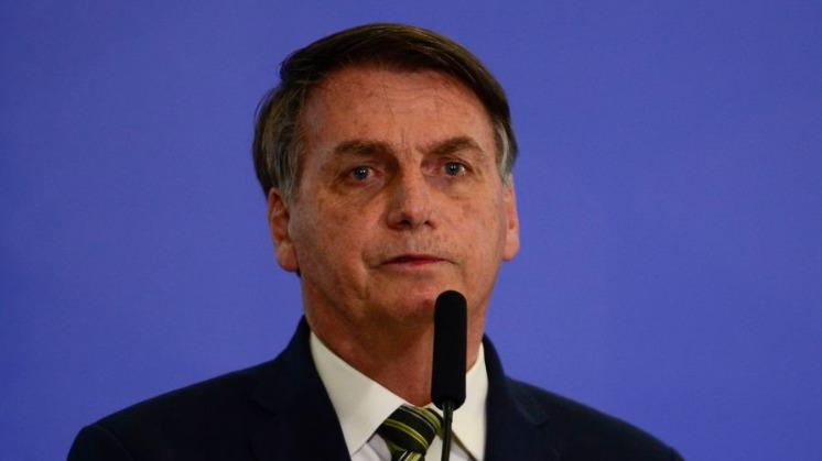 Bolsonaro recebe alta