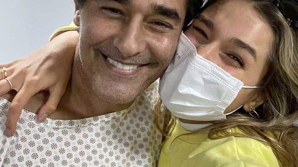 Dias atrás, Xuxa postou, em seu Instagram, uma foto da filha, Sasha, com o pai, Luciano Szafir Foto Foto: Instagra