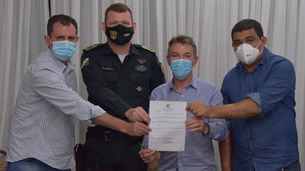 Governador assina decreto de redução de interstício para policiais militares