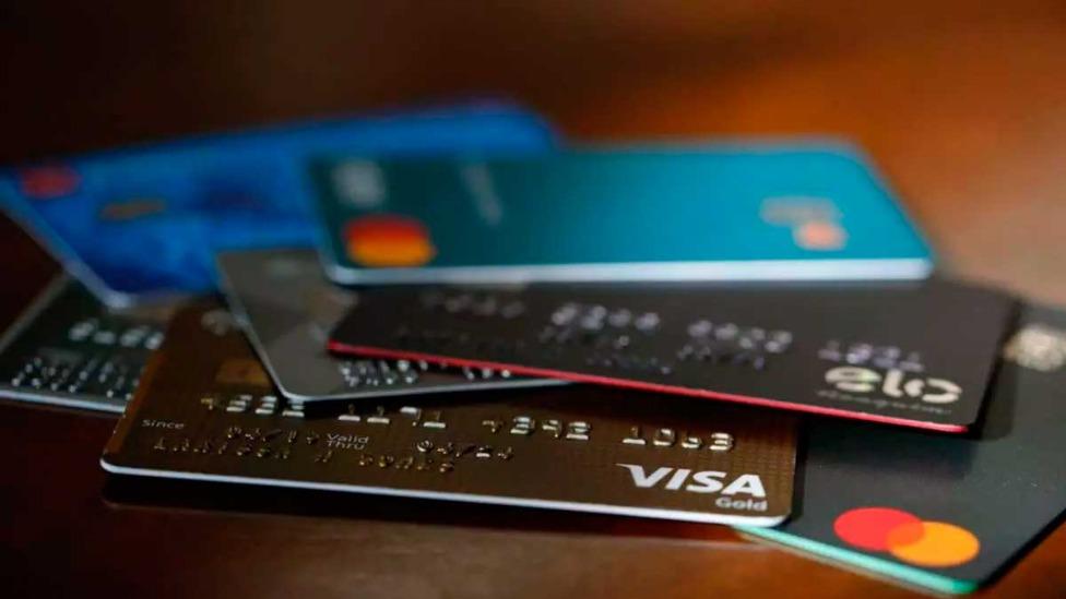 Cartões geralmente já vêm com a função de pagamento por aproximação desbloqueada Foto Foto: Cris Mattos