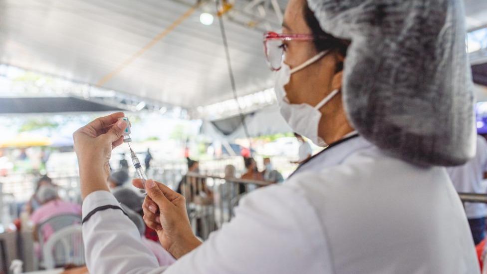 Maceió aplica apenas segunda dose da vacina contra a covid-19 nesta quarta-feira